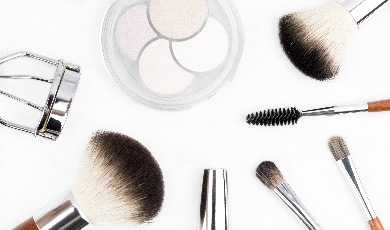 Un maquillage lumineux grâce à l'highlighter