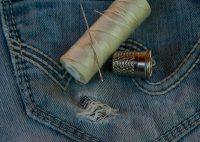 Comment réparer des vêtements usés