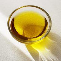 Quelle huile végétale pour les cheveux crépus et secs ?